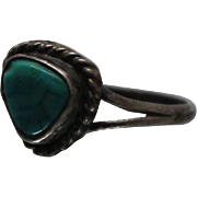 925 - Southwestern Turquoise with Rope Style Bezel Edge in Split Shank Ring in Sterling Silver