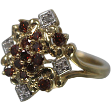 14k - .33 ct - Red & White Diamond Symmetrical Cluster in Yellow Gold