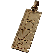 14k - Love Bar Pendant Charm with Scalloped Edge in Yellow Gold