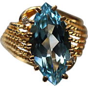 14k - 7.50 ct - Diamond Accented Vivid Blue Topaz in Fancy Beaded Cut Out Swirled Yellow Gold