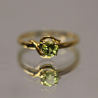 10KT Swirl Design 0.50 CT Peridot band ring in yellow gold