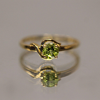 10KT Swirl Design 0.50 CT Peridot band ring in yellow gold Size 7.25