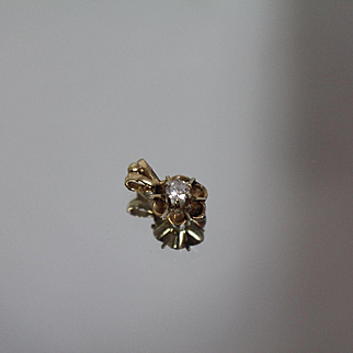 .15 ctw - 14k - Vintage Flower Petal Mounting with Recessed Design in Yellow Gold
