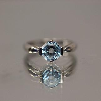 10KT Octagon Cut Blue Topaz Modernist Elegant Mount Ring in White Gold