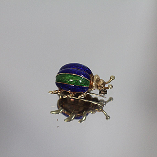 14k - Martine - Signed Enameled Scarab Pin Brooch - Highly Detailed in Yellow Gold