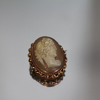 10k - Antique Victorian Twisted Style Hand Carved Cameo Pin Brooch with Yellow Gold Surround