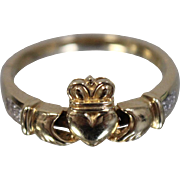 .10 ctw - 14k - Must See Unique Irish Claddagh Eternity Ring with Opening Hands in Yellow Gold