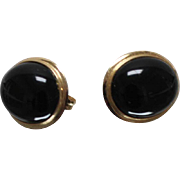 14k - Traditional Oval Cabochon Black Onyx Stud Earrings in Yellow Gold