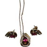10k - 1.1 ctw - Diamond Accented Ruby Swirl Design Earring & Necklace Set in Yellow Gold