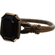 10k - 1.20 ct - Art Deco Dark Red Garnet in Split Shank Beaded Ring in Yellow Gold