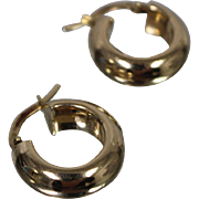 14k - Smooth 3D Polished Hoop Earrings in Yellow Gold