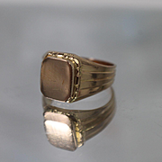 18k - Mens Flat Top Grooved Signet Ring in Rich Yellow Gold