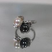 14k - Fan Flared Style Night & Day Ring with Black & White Pearls in White Gold