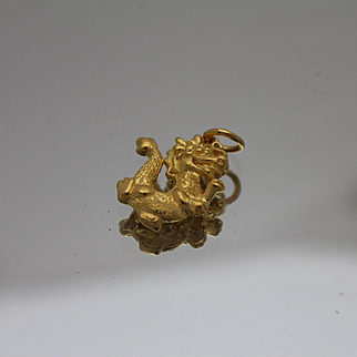 21k - Asian Highly Detailed Dragon Pendant Charm in Bright Yellow Gold