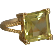 14K 9CT Step Cut Peridot with Detailed Rope Mount in Yellow Gold