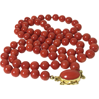 28 Gram vintage deep red natural coral bead coral necklace 750 yellow gold