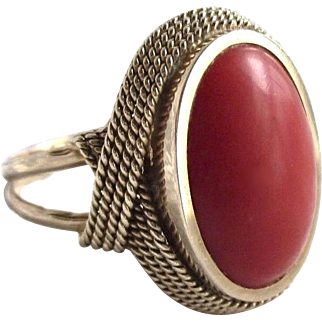 6.3 Gram nice 14K gold coral ring with genuine natural aka coral cabochon