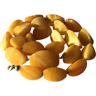 31.86 Gram antique natural amber necklace