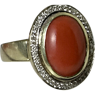 12.33 Gram heavy solid 14k gold coral ring with ca. 0.45 ct. diamonds