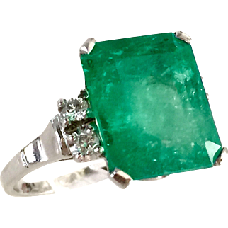 White gold 14k 8.6 ct natural emerald ring with diamonds