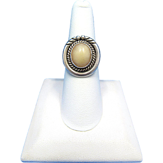 Vintage Navajo Nakai Sterling Silver Cream Quartz Ring – Size 6.5