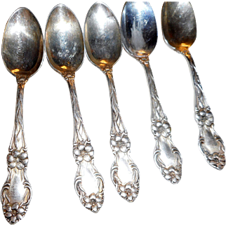 Five vintage silver plate unmarked demitsd 4 inch spoons