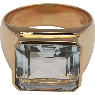 Elegant Man's Aquamarine Ring