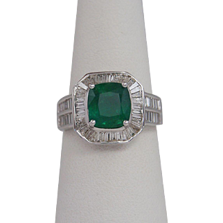 Beautiful Lady's Emerald and diamond Ring