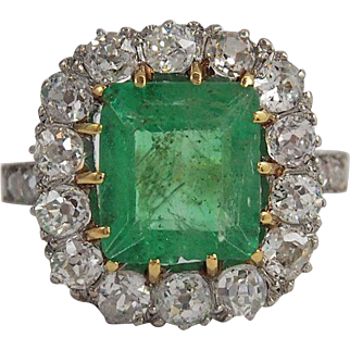 Emerald And Diamonds Ladies Ring in 18k Gold