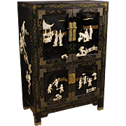 20th Century French Lacquered Chinoiserie Sideboard With 4 Doors