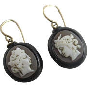 Real shell cameo in whitby jet 9k 9ct gold wires dangling ear pendant earrings antique Georgian c1820
