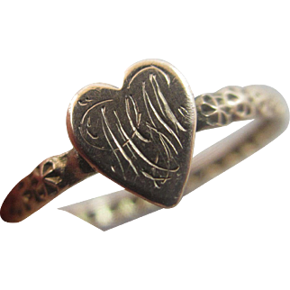 Sweetheart inscribed heart 9k 9ct gold ring size UK P / US 7.75 antique Victorian c1890.
