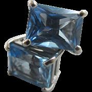 Blue topaz 18k 18ct white gold stud earrings Vintage c1980.