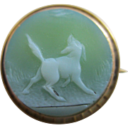 Hardstone cameo hunting dog scene 15k 15ct gold brooch pin antique Victorian c1860.