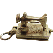9k gold opening sewing machine pendant charm vintage 1960 English hallmark.