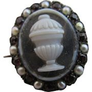 Inscribed hardstone cameo 9k gold mourning brooch pin antique Georgian 1772.