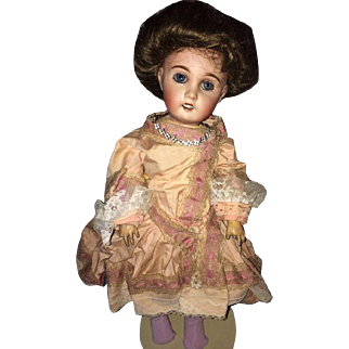 Lovely fabrication Francaise Limoges Cherie doll