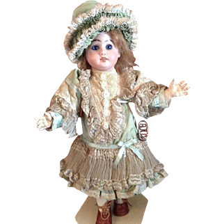 Antique Roullet and Decamps walking doll with wind up key - ca. 1890/1900.