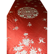 Antique Chinese Mantel or Tablecloth in Silk with Embroidery – Flowers and Butterflies Motifs – China 19th Century