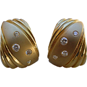 Luxurious 14K Gold Earrings Set with Diamonds