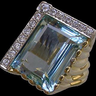 Stunning 28.77 Carat Blue Auamarine Gem Set In 18K Gold Ladies Evening Ring