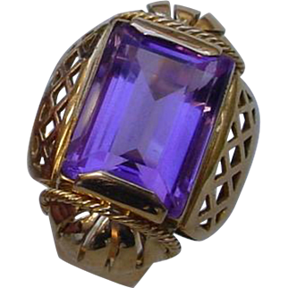 Vintage 18K Gold Italian Hand Constructed Ring w/ 7.3 Carat Amethyst