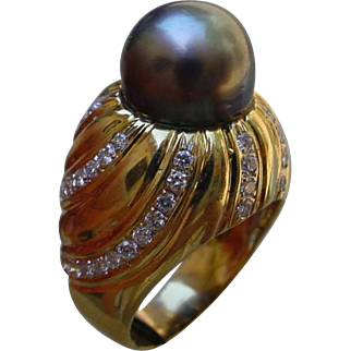 Gorgeous 18K Gold Ring Set w/ 10.8 mm South Sea Pear & 55 Diamonds.