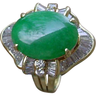 Beautiful Jadeite Jade Ballerina Ring In 18K Gold. Jadeite Over 6 Carats.