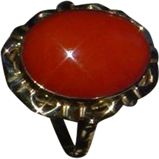 Vintage Italian 18K Gold Ring With Coral