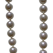 Beautiful High Quality Salt Water Cultured Pearls 8.6mm to 8.9mm, 16.25 Inches Plus 14K Gold Clasp