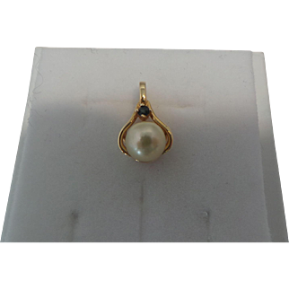 Vintage 14KT Yellow gold Pearl and Blue Sapphire Pendant