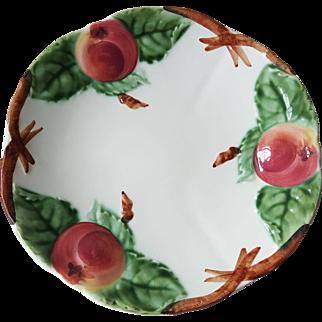 Chiosy-le-Roi Majolica Apple Plate