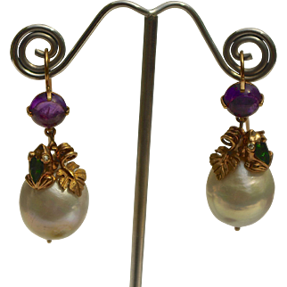 A Pair of Vintage Sitting Emerald Frogs On Amethyst & Baroque Pearls Earrings