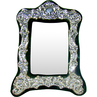 An Attractive Vintage Silver Photograph Frame, 1984.